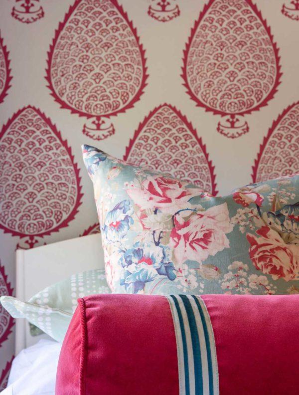 pink girls room wallpaper
