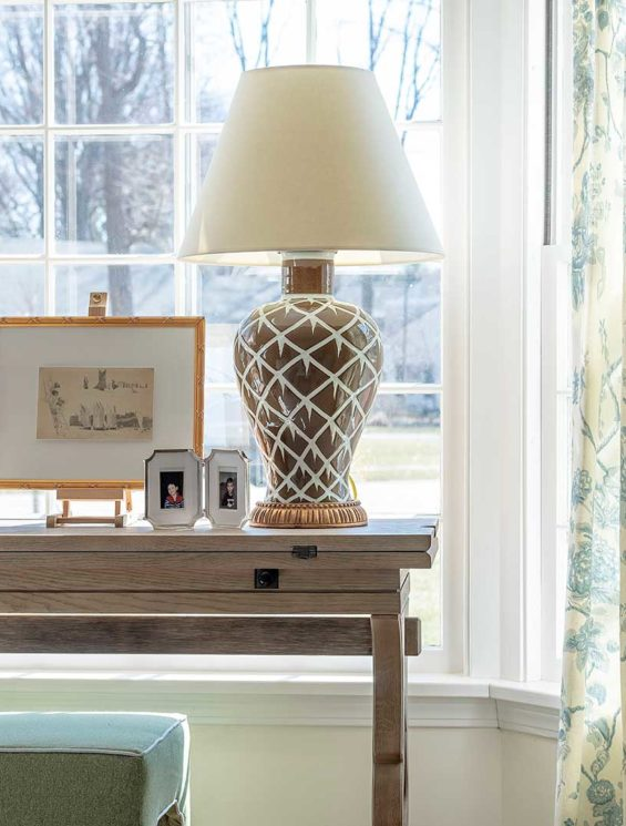 KIPLING-HOUSE-INTERIORS-NANTUCKET-LIVING-ROOM-LAMP